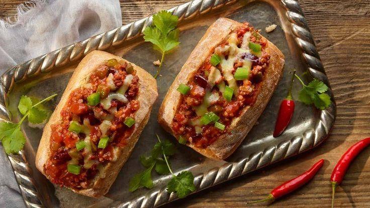 Pomysł na szybki obiad lub gorącą kolację! Ciabatta faszerowana mielonym mięsem to pyszne i sycące danie, którego musisz spróbować!
