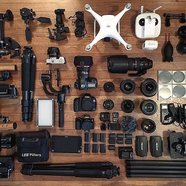 When you have to pack light 😂 Photo by @tylerfairbank 👊🏼Tag a friend who packs light🎬📷 #camera #gear #videography #photoshoot #cameras #sony #photoshooting #videoshoot #equipment #canoneos #sonyalpha #flatlay #flatlays