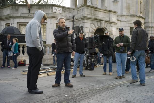 Director Sam Mendes (center) on the set of 'Skyfall'