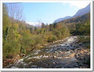 Le Chéran prend naissance dans le parc régional des Bauges sous forme de torrent, puis de rivière, pour se jeter finalement dans le Fier(cours d'environ 45 km). C'est une rivière classée en première catégorie, ( truite fario). Le canyoning et le kayak peuvent aussi se pratiquer sur certaines parties du Chéran.  Le Chéran est renommé pour contenir des paillettes d'or. Il en charrie pour un demi-gramme par tonne d'alluvions, ce qui attira de multiples orpailleurs, depuis les Sarrasins…