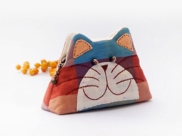 Cat purse / Cat zipper purse / Cat coin purse / Hand embroidery / Gift bag / Small bag zippered - Made to order. $17.90, via Etsy.
