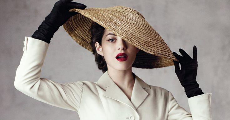 """Planen Sie in diesem Jahr einen Sommerurlaub im schönen Frankreich? Dann sollten Sie dem Christian Dior Museum in der Normandie einen Besuch abstatten. Die neue Ausstellung dort beschäftigt sich mit dem legendären """"New Look"""" des Modedesigners."""