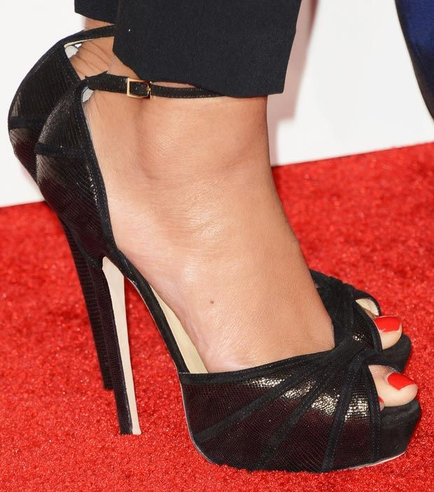 #blacksandals #JimmyChoo {Beyonce 2013 Grammy Awards}