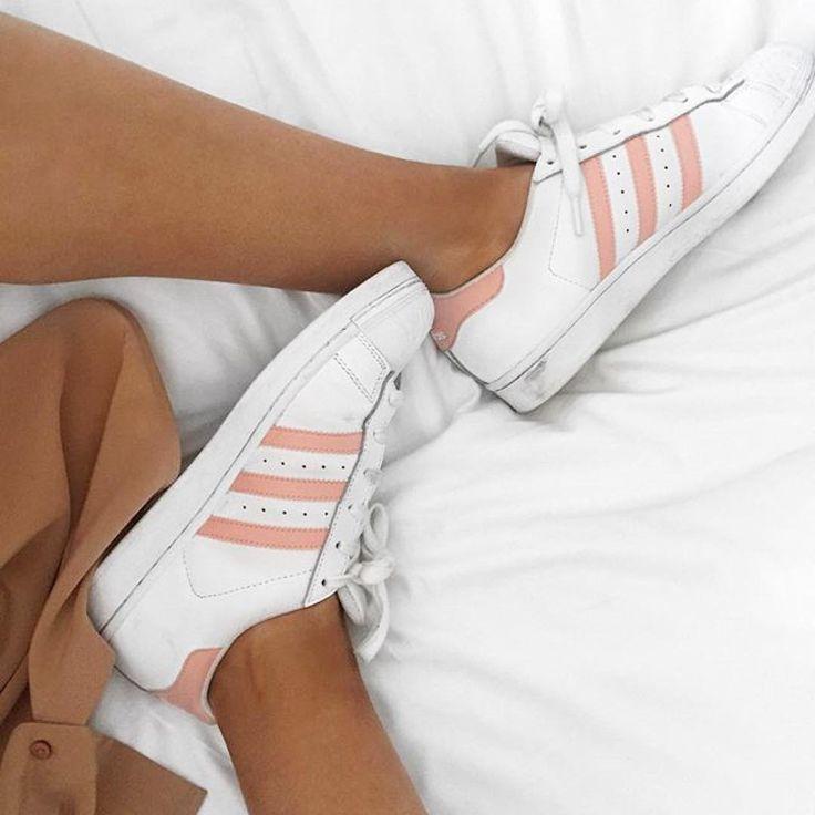Sneakers femme Adidas Superstar white & pink (©lissyroddyy
