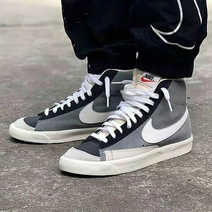 Nike Blazer Mid 77 Vintage Cool Grey White Black Busqueda De Google High Top Sneakers Sneakers Top Sneakers