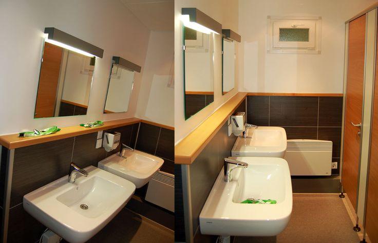 Ob Duschen, Standard-WC-Container oder WC-Luxus-Bau: ROHRSSEN entwickelt und baut funktionsorientierte und pflegeleichte Sanitärcontainer in unterschiedlichen Abmessungen und Ausstattungen. Mieten Sie für Ihre Baustelle oder für Interimslösungen Ihrer Kunden maßgeschneiderte Sanitärräume mit hygienischem Ambiente, wie zum Beispiel Waschtisch-Dusche-WC-Kombinationen. Vielfältige Features (z.B.