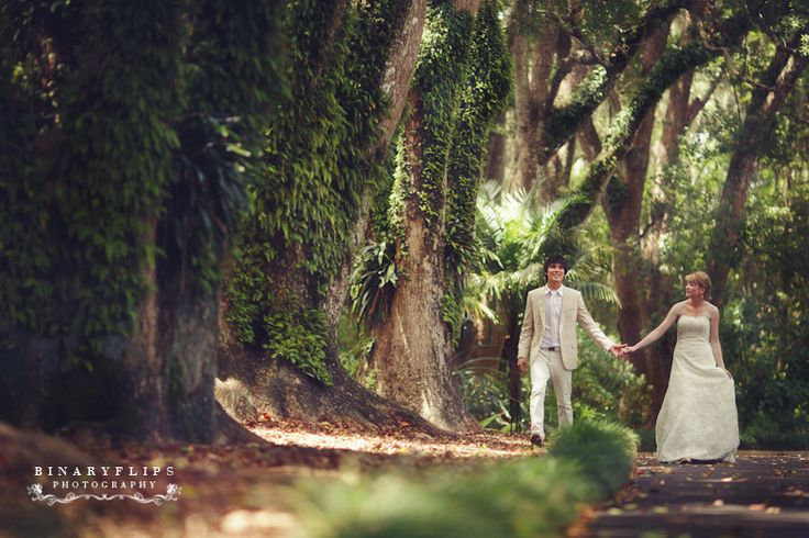 The Powel Crowley Estate on Anna Maria Island, Florida.  Looks like an amazing outdoor venue.  Photo by Binary Flips.