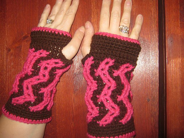 Ravelry: CandidQuilts' TRAXX Wristers