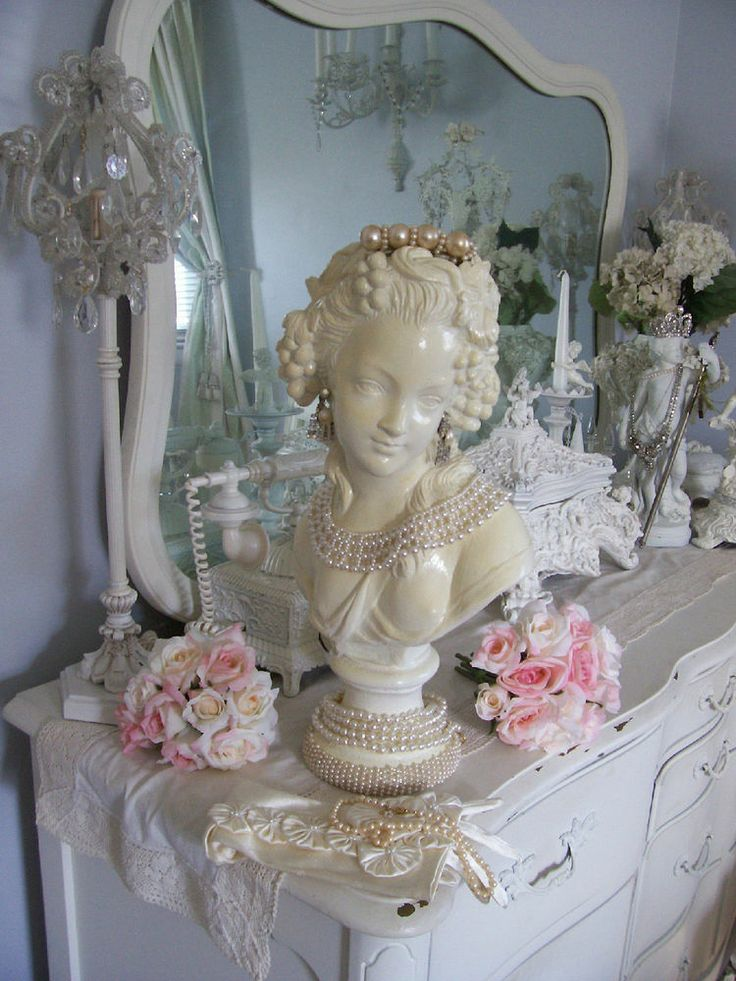 FAB !VINTAGE CHIC FRENCH LADY STATUE BUST W/ & FAUX PEARL JEWELED ACCENTS: