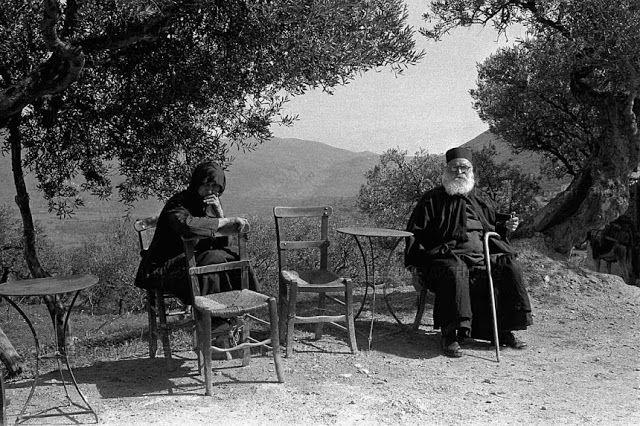 Γερόντισσα και παπάς στο Λασίθι-Κρήτη 1955