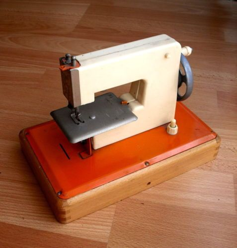 Jouet ancienne petite machine coudre vintage toy sewing for Machine a coudre 1950