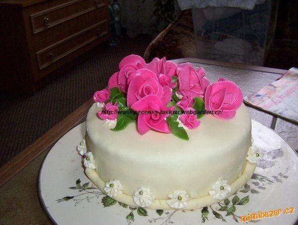 Marcipán bez dřiny hotový za 10 minut.Použitelný na vše,jak na potah dortu tak na figurky.