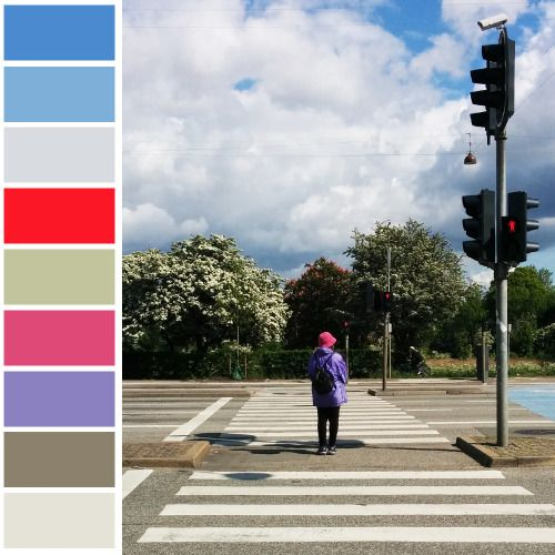 Colours in Copnehagen: waiting at the traffic light.