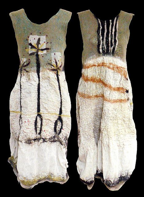 Arian Sroka Independent textile artiste creates fiber art to wear in her French atelier near Paris. She makes outstanding and eco-friendly garments and accessories of high quality.