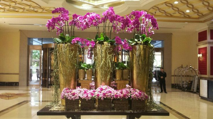 Perfect match of pink phalaenopsis orchids, chrysanths and gold vase at the lobby of Maxims Hotel, Resorts World Manila, Philippines #lobbyflowers #hotelflowers #rwmanila #resortsworldmanila #maximshotel #winstoneflowers #floraldesigner #hotelflorist