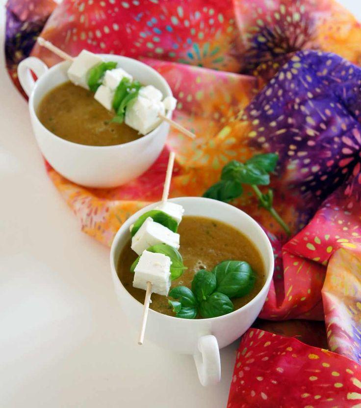 kalte Cantaloupe-Melonen-Suppe mit Basilikum und Feta - Rezept