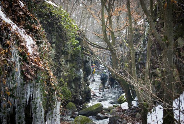 A téli Tarjánka-szurdok teljesen elbűvölt jégcsaprengetegével és több millió éves kőzeteivel.