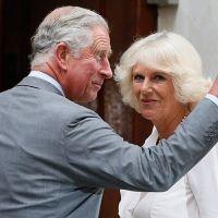 El príncipe Carlos visita a su nieto