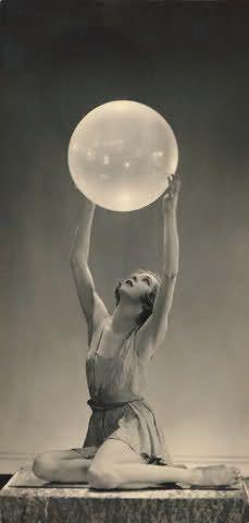 Art Deco Folies-Bergere dancer Georgia Graves, 1929. @designerwallace