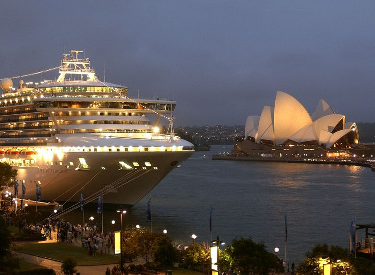 The majestic Sapphire Princess arrives in Sydney