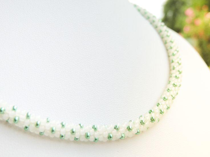 White and metallic green Preciosa bead crochet rope necklace - Colier cu margele albe si verzi metalizate Preciosa - colectia Wild Berries (150 LEI la AndiBede.breslo.ro)