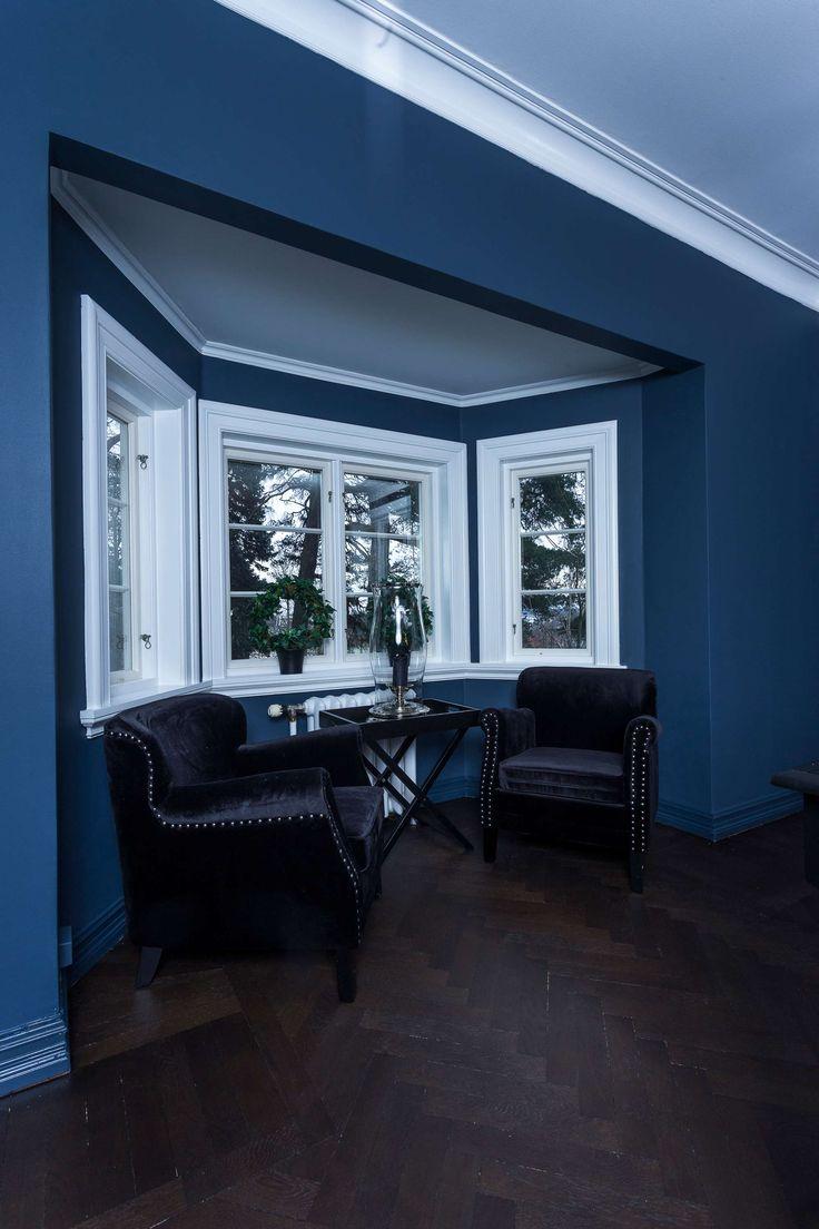 stue nummer to + spisestuen har fått farge på veggene - Caroline Berg Eriksen