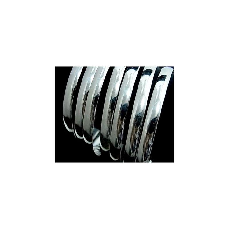 Pulsera de plata de primera ley lisa estilo brazalete de aro semanario de 7 mm de ancho cada aro y 7 cm de diámetro interior. Precioso y elegante