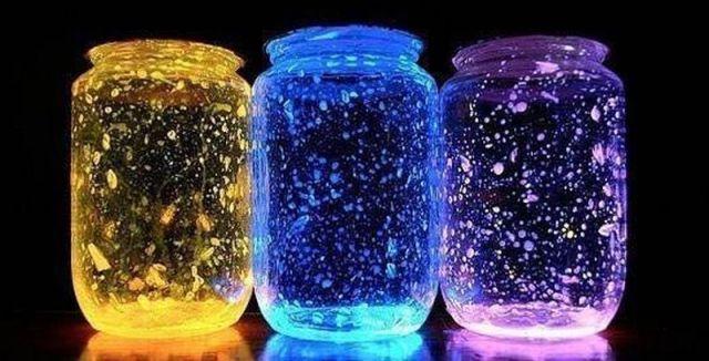 Z obyčejné zavařovačky lze udělat nádherné osvětlení na večírek