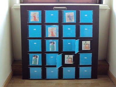 Blog van Delphine: tussendoortje - memorybord met cd-doosjes en velkro, lijkt me een leuk systeem