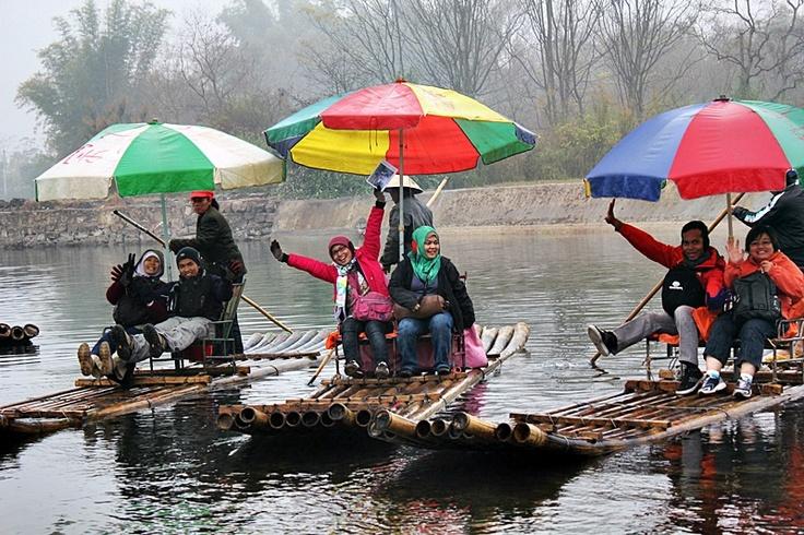 Bamboo Raft. Yangshuo River . China I Caldera Journey