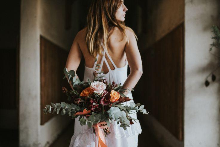Jesienna sesja w stajni. Plener ślubny