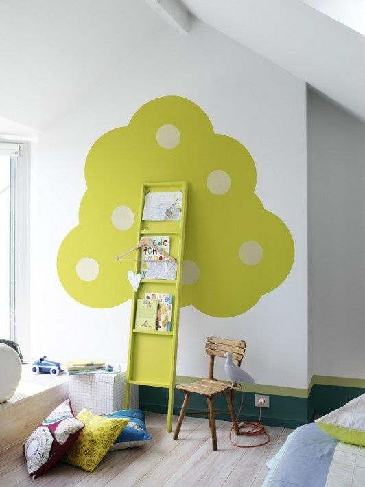 Creative 3- dimensional Art Tree is perfect for this little artist in your life. Display artwork in a clever way!