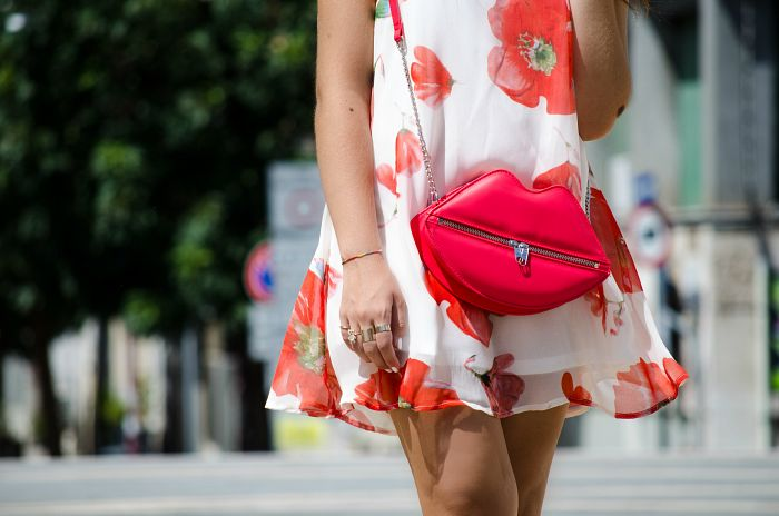 #flower #dress #white#red #bag #streetstyle #lips #vogueforbreakfast #luciapalermo #tidestore #summer #outfit #look #street #style #fashion
