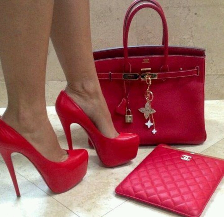 #rojo, el color que lleno de vida y pasión esta temporada. #leather #textiles #trend #moda