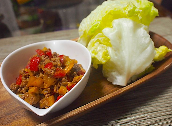 レタス一玉とまらない!「野菜ゴロゴロ肉味噌のレタス巻き」の作り方 - macaroni