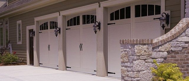 chi_carraige_style_garage_door