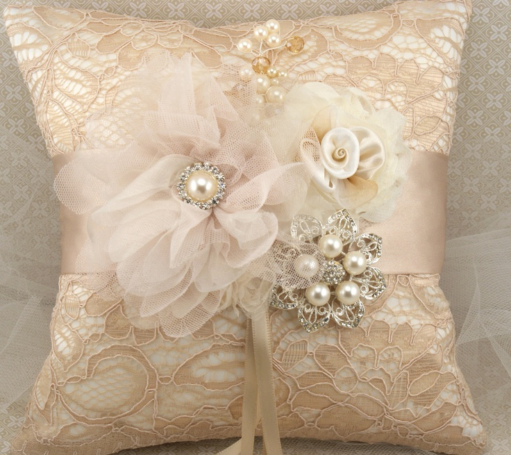 Ring Bearer Pillow - Bridal Pillow in Ch&agne Nude and Ivory with Lace Brooch & 524 best Ringkussing images on Pinterest   Ring pillows Marriage ... pillowsntoast.com