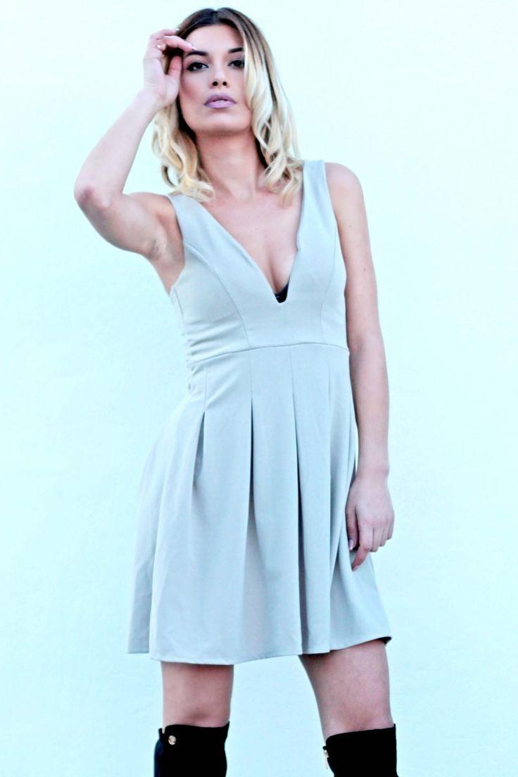 Φόρεμα mini ελαστικό, με ανοιχτό ντεκολτέ και ανάλαφρη εφαρμογή. #fashion #fashiontrends #woman #womensfashion