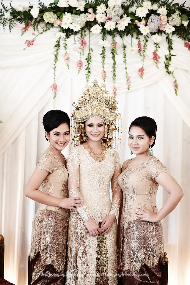 Pics of Boyke and Ike's wedding vows in Palembang tradition