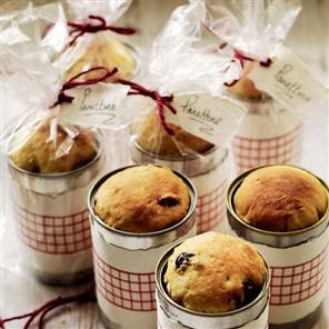 Recipe: individual cranberry and candied orange panettoni. These adorable mini panettoni will be a bit hit with your friends.