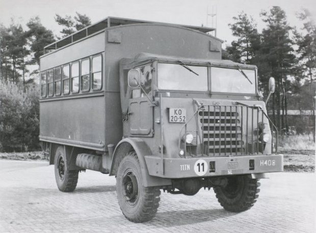 DAF YA 314 (3 ton, 4x4), uitgevoerd als werkplaatsvoertuig voor optische instrumenten dan wel draagbare wapens, ingedeeld bij het GWI-peloton van de Herstelcompagnie van 11 Treinenbataljon.