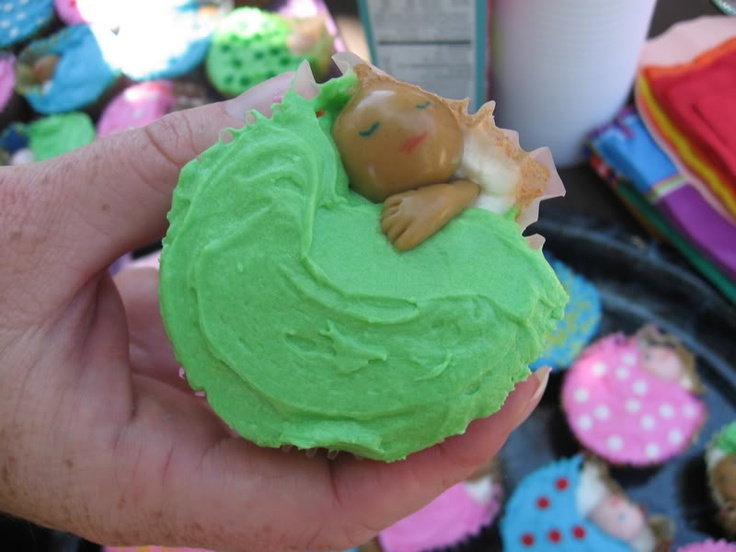 Baby-in-pouch-sling cupcakes, made by Holly (hollyml)