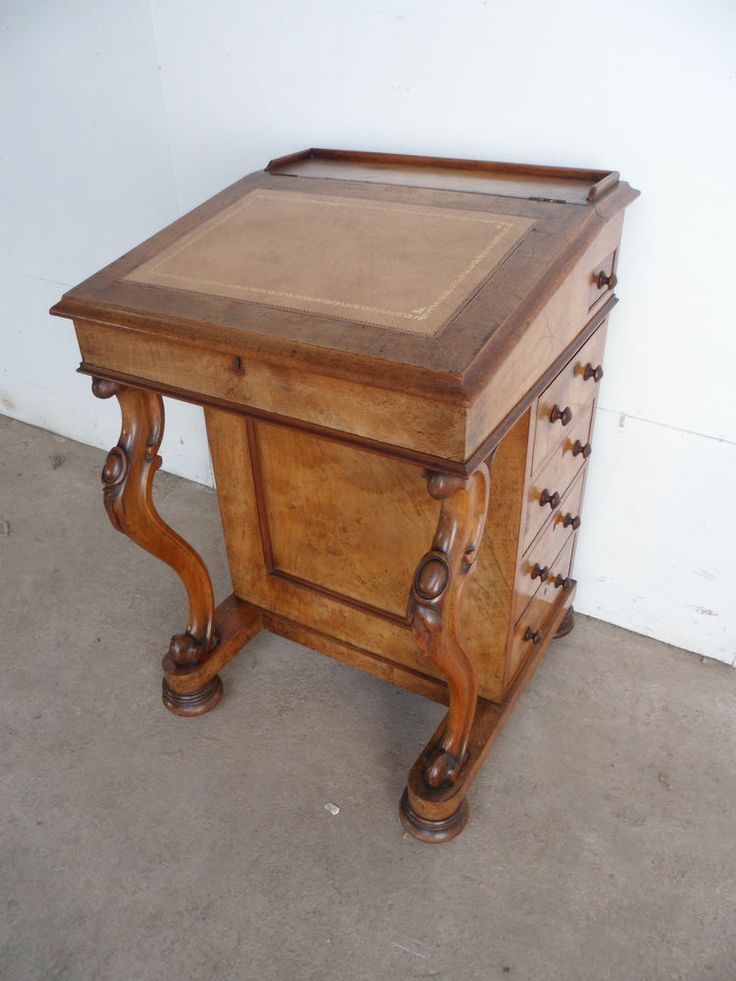 A Truly Stunning Light Mahogany Leather Early Victorian Davenport / Desk
