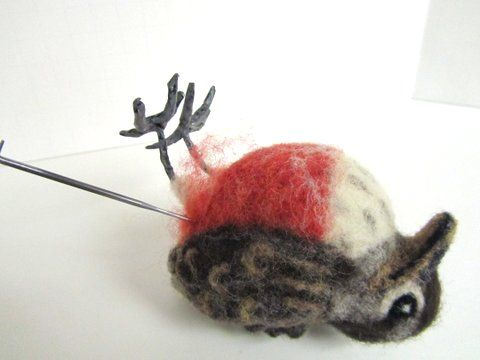 how to make feet for felted bird. I always wondered how to make the bird's feet and now I know.