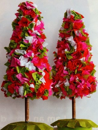 The 25+ best Christmas topiary ideas on Pinterest | Large outdoor ...
