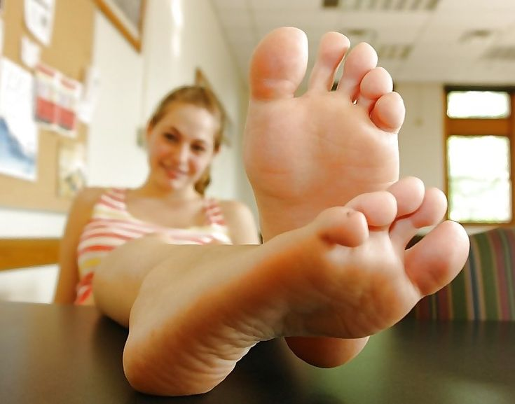 Pussy and toes