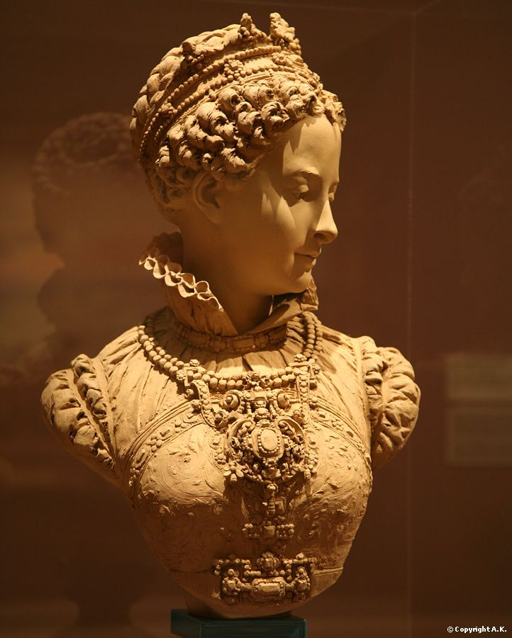 mary queen of scots vs. elizabeth i essay Elizabeth i was the long-ruling queen of england, governing with relative stability and prosperity for 44 years the elizabethan era is named for her the trailer for the upcoming movie 'mary.