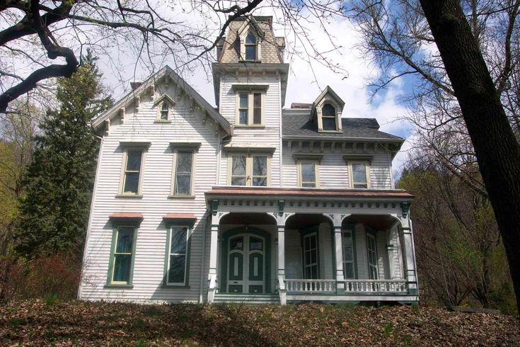 Creepy old houses for sale art lesson plan dream houses for Abandoned mansions in new york for sale