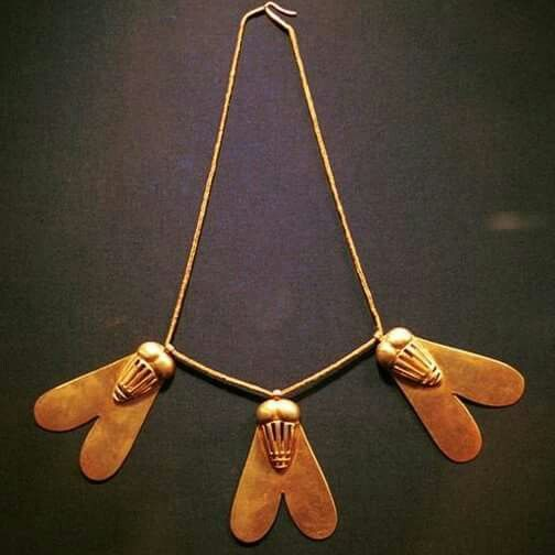 This necklace with three pendants in the form of flies, was given to queen Ahhotep by her two sons Kamose and Ahmose in gratitude for her supportive role during the struggle for liberation against the Hyksos.The presence of this type of gold jewellery, which corresponds to a military decoration bestowed upon military leaders for their courage in the battle field,is unique in a queen's collection.