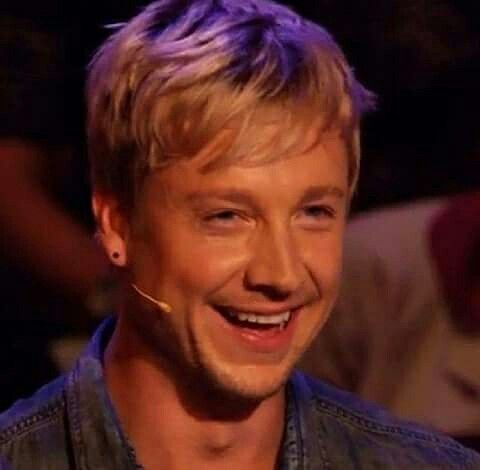 samu haber dating Samu aleksi haber (born april 2, 1976 in helsinki, finland) is a finnish singer, songwriter, television music competition judge, entrepreneur, and the lead vocalist and frontman of pop-rock band sunrise avenue haber established a band sunrise in 1992 with his friend jan hohenthal hohenthal left the band in 2002 as he wanted to focus.